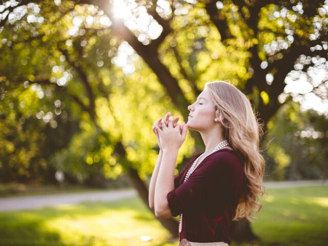 praying-girl_large