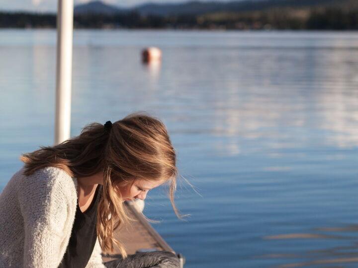 girl-bible-bethany-laird-vGReyBvIX-o